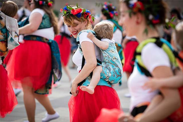 Natibaby baby carrier and dance